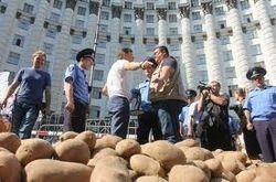 Букингемский дворец ответил на послание с картошкой Олега Ляшко