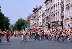 Катание по городу без одежды устроили велосипедисты Мадрида