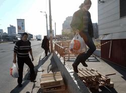 Особенности перемещения по Киеву: нужно лазить на четвереньках и прыгать по ящикам