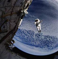 Российский космонавт будет получать 2-3 тыс. долларов. А как у них?