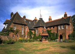 Недвижимость: олигархи скупают жилье бедных британцев