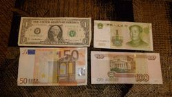 Курс российского рубля укрепился к евро, но снизился к японской иене и фунту стерлингов