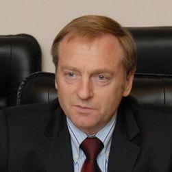 Премьер Азаров отправляет в отставку главу Минюста Лавриновича