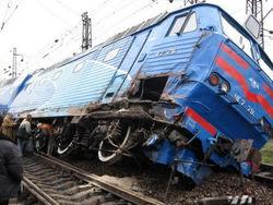 В Николаеве перевернулся локомотив с 4 вагонами