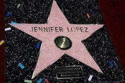 Звезда Дженнифер Лопес на Аллее славы в Голливуде
