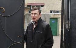 Луценко: проведение референдума смертельно опасно для Украины