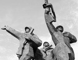 Памятник воинам ВОВ должен остаться в центре Риги – президент Латвии