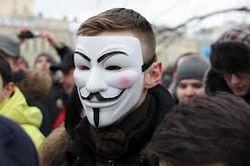Демонстранты часто скрывают лица за масками