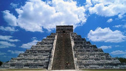 Варварские инвестиции: Пирамиду майя разбили... на строительный щебень
