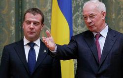 Медведев готов каждую неделю встречаться с Азаровым для решения вопросов с ТС