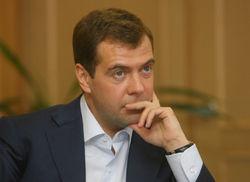 Конфуз Медведева: нет в России зимней резины для грузовиков