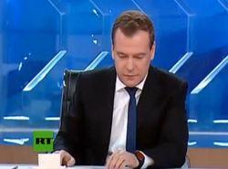 Медведев назвал следователей козлами за ранний визит к режиссеру