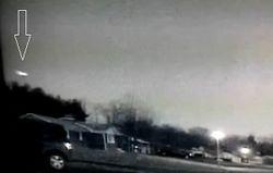 СМИ: над США пролетел зеленый метеор с длинным шлейфом