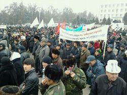 Чего требуют митингующие в Кыргызстане?