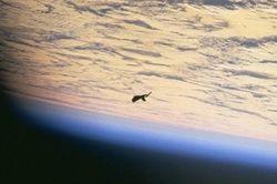 МКС зафиксировала на камеру гигантский летающий объект