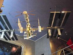 Метеорит повредил солнечную батарею Международной космической станции
