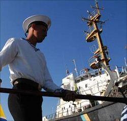 Украинские моряки, пробыв в Греции год за решеткой, приезжают домой