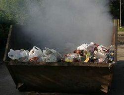 горит мусорка