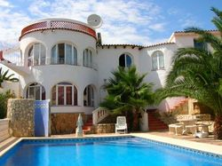 Почему недвижимость в Испании популярнее Греции и Болгарии