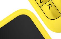Желтый телефон с QWERTY-клавиатурой