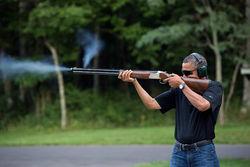 """В Twitter идет обсуждение фото """"стреляющего Обамы"""""""
