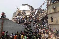 Жители Бангладеш требуют казнить владельца рухнувшего здания