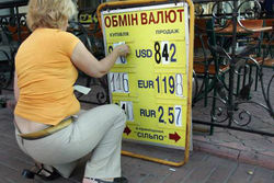 В Украине резко обвалился курс гривны. Последствия для инвесторов
