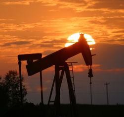 Нефть в четверг подорожала на фоне падения доллара