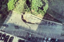 В Киеве возле бизнес-центра у Протасова яра произошел оползень — последствия