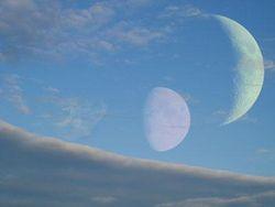 Когда-то у Земли было две Луны – гипотеза