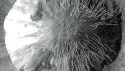 Странные овраги на астероиде Веста – следы водных потоков?