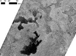 Снятые зондом Cassini льды в метановых озерах Титана озадачили физиков