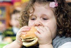 Не кормите детей насильно – это грозит им ожирением в зрелом возрасте