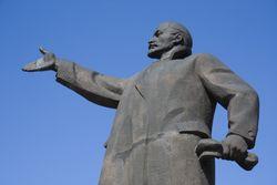 Городской совет Сум принял решение о сносе памятника Ленину