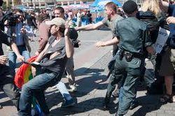 В центре Москвы националисты атаковали гей-активистов