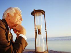 Властям предлагают поднять пенсионный возраст в Украине до 68 лет