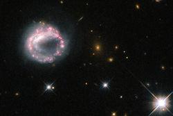 Астрофизики, работающие с Хаббл ,опубликовали изображение необычной галактики Zw II 28