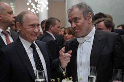 Путин шуткой поздравил с юбилеем худрука Мариинского театра