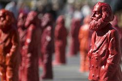 Пьяный немец украл одну из 500 статуй Карла Маркса. Но до дома не донес