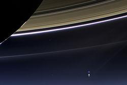 Как выглядит Земля с расстояния 1,5 млрд. километров, снял зонд Cassini