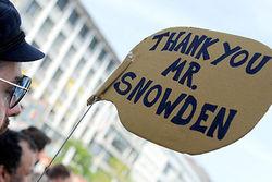 Сноуден временно будет жить в России – WikiLeaks