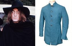 Супер-подарок: жительница Британии подарила мужу легендарный пиджак Леннона