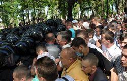 """В Тернополе между депутатами ВО """"Свобода"""" и правоохранителями возникла потасовка"""