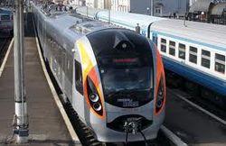 Поезд Хюндай Харьков-Киев остановился в ночь под Полтавой