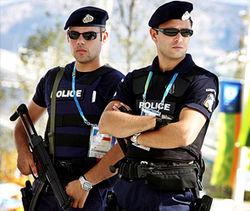 Греческих полицейских сдают в аренду за 30 евро в час