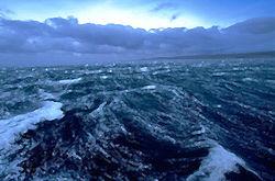 Получив пробоину, затонул в Беринговом море российский траулер
