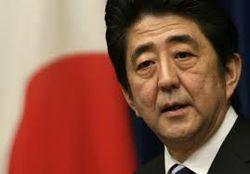 Японский премьер подарил Путину лыжи, а в ответ получил вино 1855 года