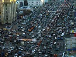 Власти устанавливают экспериментальные дороги в столице