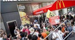 В Нью-Йорке бастуют работники фастфуда – причины