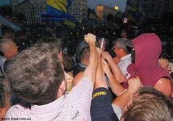 столкновения у «Украинского дома»
